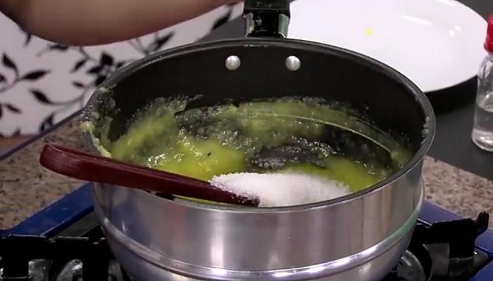 Preparando jalea de mango